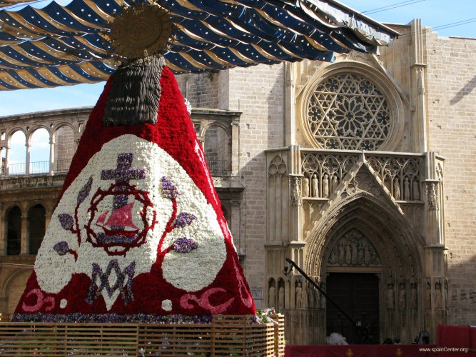 LA OFRENDA-VALENCIA-FALLAS: offering of flowers to Our Lady f the Forsaken