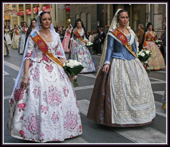 LA OFRENDA-VALENCIA-FALLAS:offering of flowers to Our Lady f the Forsaken