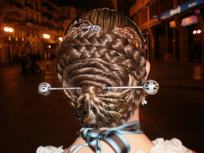 THE TYPICAL VALENCIAN HAIRSTYLE